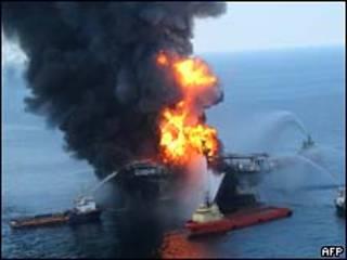 Nổ tại giàn khoan Deepwater Horizon hồi tháng Tư