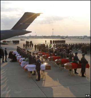 Гробы в аэропорту Варшавы