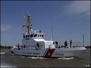 Guardia Costera frente a las costas de Luisiana