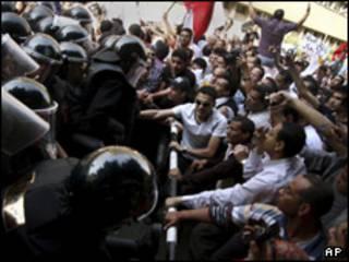محتجون مصريون يطالبون برفع الحد الأدنى من الأجور