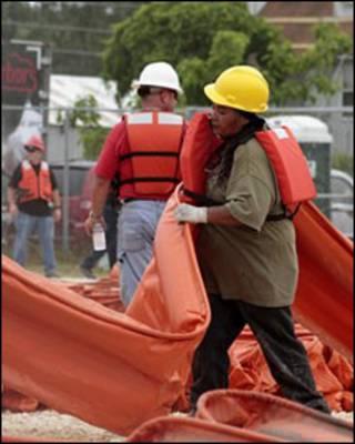 عمال انقاذ