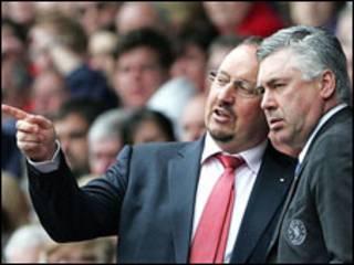 利物浦主教练贝尼特斯(左)与切尔西主帅安切洛蒂