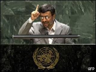 أحمدي نجاد يلقي كلمته