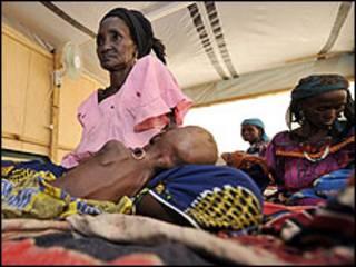 Wasu mata da ke fama da yunwa a Nijer