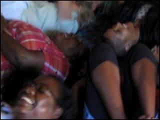 زيمبابويون في احدى دورات الضحك