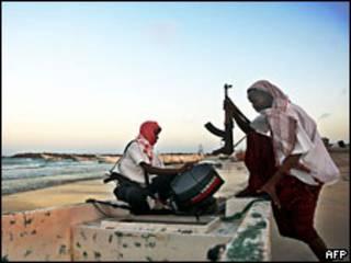 قراصنة صوماليون يستعدون للقيام بعملية