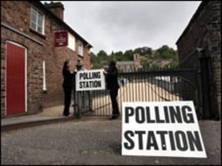 مركز اقتراع في بريطانيا