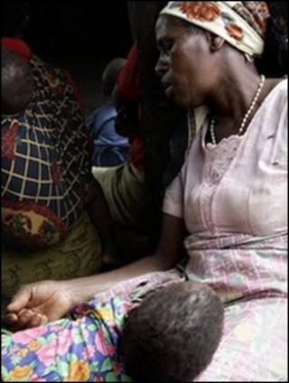 جدة من ملاوي رفقة حفيدها