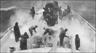 На баке британского эсминца в Баренцевом море, 1944 г.
