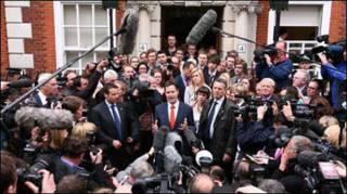 Thủ lãnh đảng Dân chủ Tự Do Nick Clegg họp báo