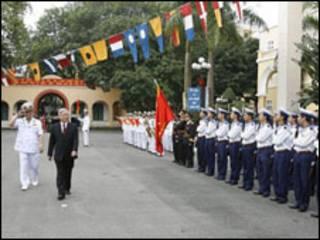 Chủ tịch QH Nguyễn Phú Trọng tại buổi lễ kỷ niệm ngày thành lập Hải quân Việt Nam - Nguồn: Báo trong nước