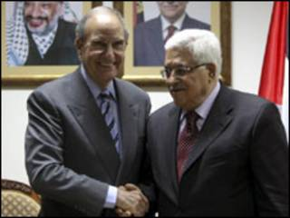 George Mitchell e Mahmoud Abbas
