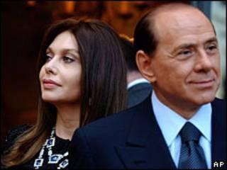 Сильвио Берлускони и его жена Вероника Ларио