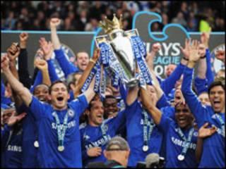 'Yan wasan Chelsea na murnar kofin Premier da suka dauka
