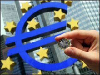 Оврўпо Иттифоқи қанчага тушмасин еврони ҳимоя қилишга бел боғлаган