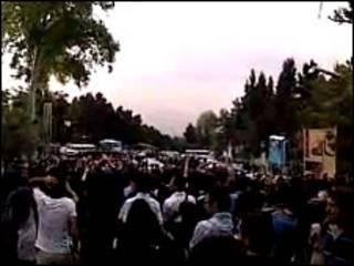 تصویری از تجمع دانشجویان دانشگاه شهید بهشتی تهران