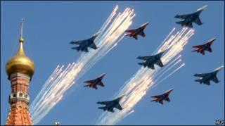Истребители в небе над центром Москвы