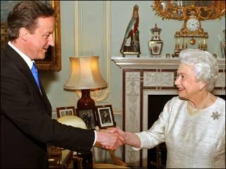David Cameron akikutana na Malikia Elizabeth wa Uingereza.