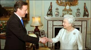 David Cameron và Nữ hoàng Anh tại Điện Buckingham