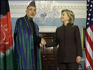Hamid Karzai y Hillary Clinton