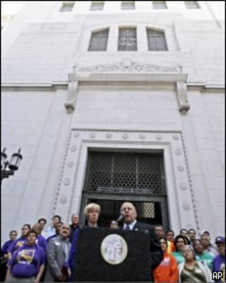 Члены горсовета Лос-Анджелеса делают объявление