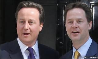 Дэвид Кэмерон (слева) и Ник Клегг на Даунинг-стрит