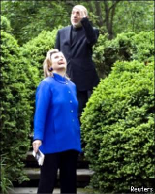 Хиллари Клинтон и Хамид Карзай в вашингтонском парке