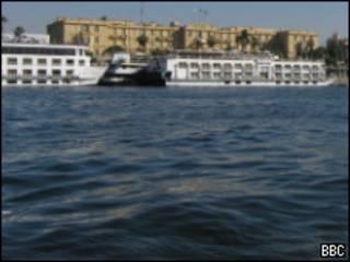 نهر النيل في مدينة الأقصر بمصر