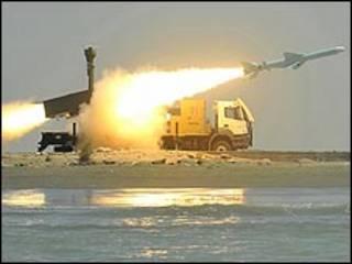 عکس آرشیوی از موشک نور که در رزمایش ماه مه در جنوب ایران آزمایش شد