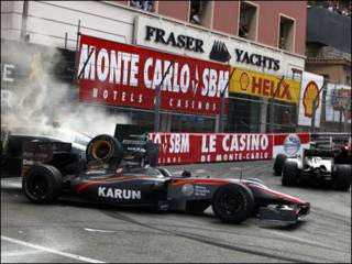 احد الحوادث على حلبة سباق موناكو يوم الاحد