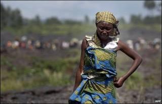 कांगो में रोती महिला