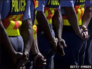 Policías sudafricanos