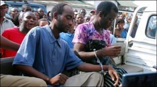 Steven Monjeza (esq.) e Tiwonge Chimbalanga