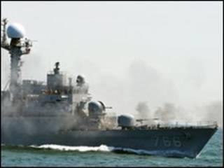Navio sul-coreano abre fogo em exercício militar