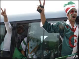 مشجعو الفريق الجزائري