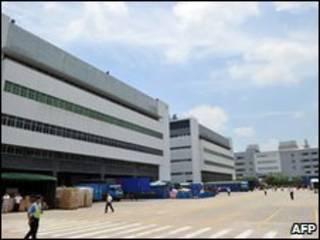 Trabalhadores na fábrica de Shenzen