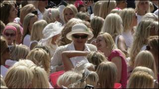 Парад блондинок у Ризі