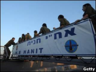 बेड़े पर इसराइली हमले की फुटेज की तस्वीर