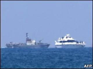انتقال کشتی امدادی به سوی اسرائیل