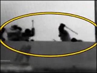 درگیری میان سرنشینان کشتی و کماندوهای اسرائیلی