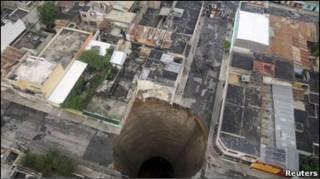 Buraco gigante na Cidade da Guatemala