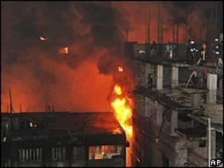 Incêndio em prédios do bairro Nimtoli, em Daca