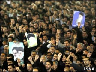 تصویری از مراسم نماز جمعه 14 خرداد