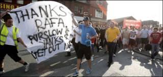 利物浦球迷抗议
