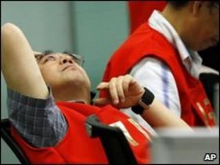 Nhân viên giao dịch chứng khoán Hong Kong
