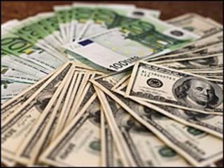 تراجع اليورو بنسبة 1.4 أمام الدولار
