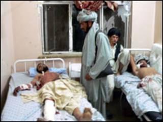 نقل الجرحى الى المستشفيات في قندهار