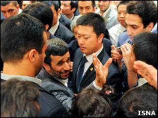 احمدی نژاد در نمایشگاه اکسپو