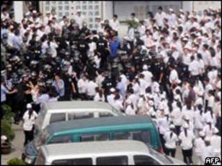 中國江蘇昆山台資廠罷工工人和警方衝突