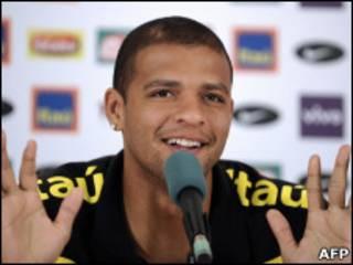O volante Felipe Melo durante a entrevista